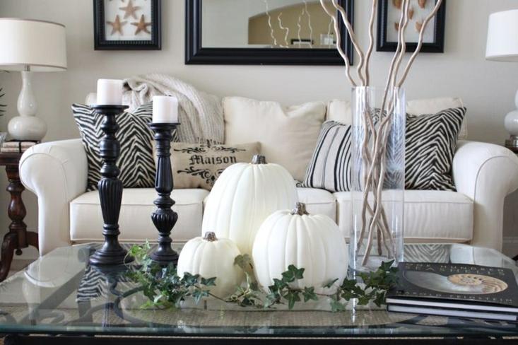 blancas calabazas adornos salon mesa