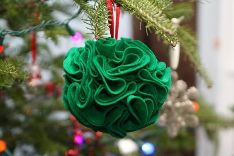 bola navidad tela verde arrugada