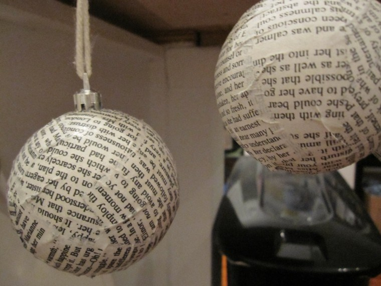 bolas navidad forradas periódico