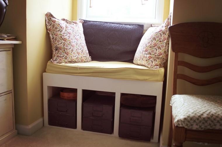 bonito diseño asiento pequeño ventana