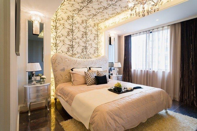 cabecero cama dormitorio moderno papel pared lampara preciosa