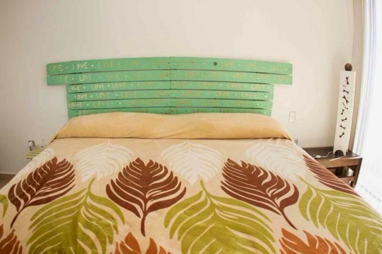 cabecero cama listones madera verde jade