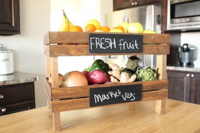 Muebles reciclados hechos con cajas de frutas for Muebles de cocina reciclados