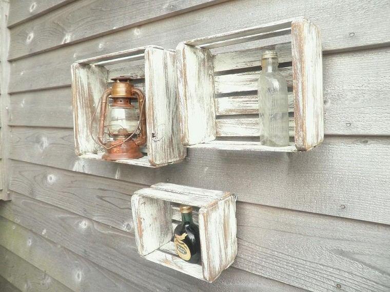 Muebles reciclados hechos con cajas de frutas for Cajas de madera blancas