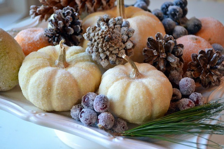 calabazas piñas rociadas azucar uvas