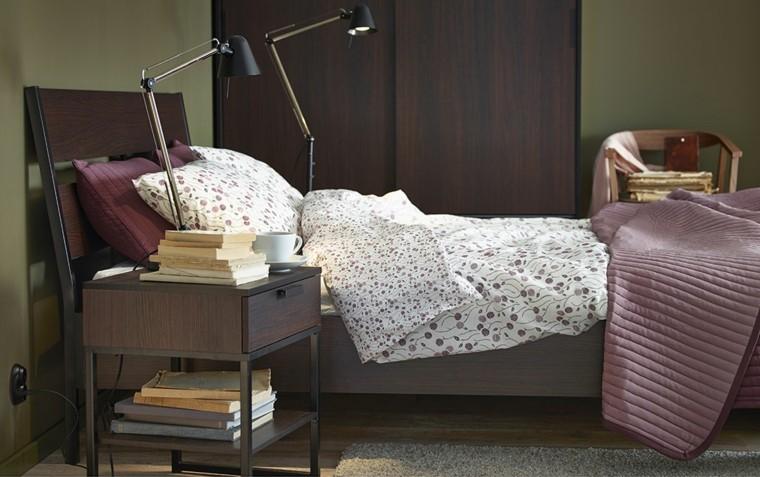 cama madera colcha color malva