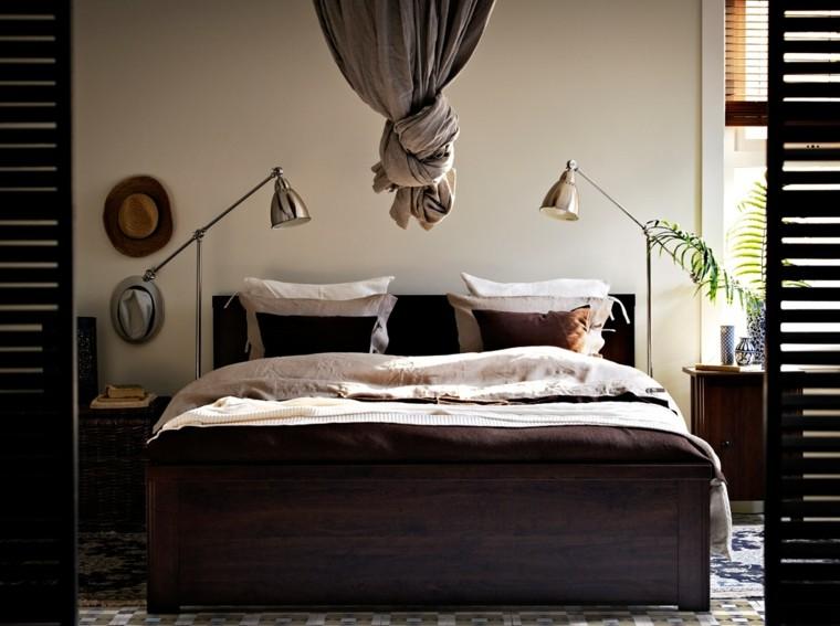 cama madera oscura cortina colgante