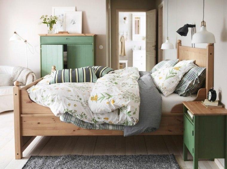 cama madera colcha flores
