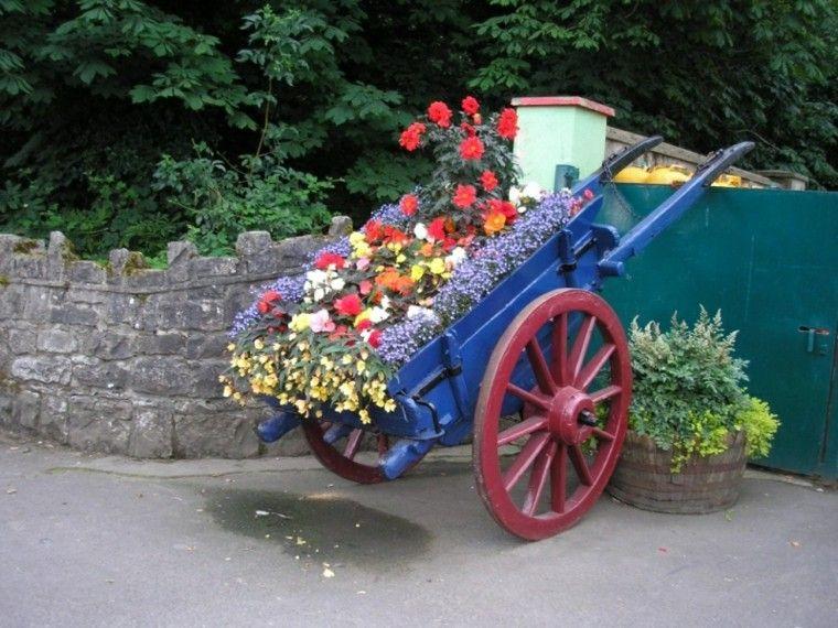 Reciclaje creativo 50 ideas geniales para un patio diferente - Jardines decorados con madera ...