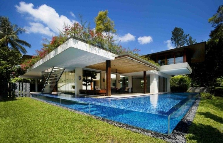 casa jardin cesped piscina moderna cristal ideas