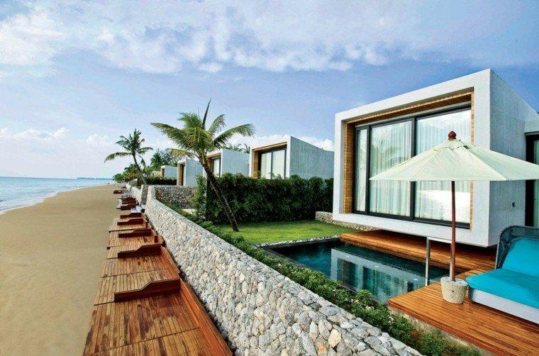 casa orilla oceano piscina pequena sombrilla ideas