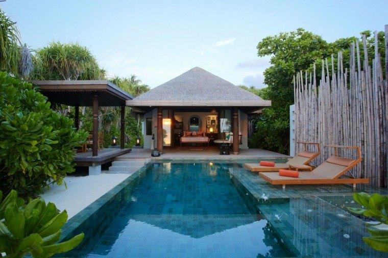 casa tropica valla bambu piscina tumbonas naranja ideas