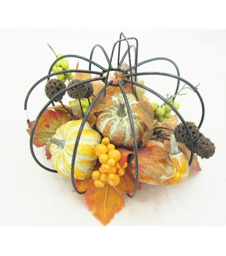 centro mesa adornado calabazas hojas