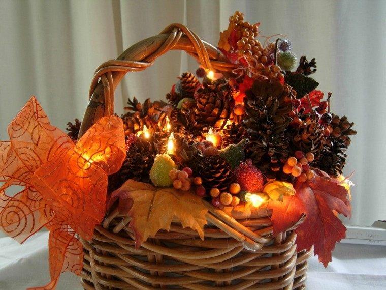 cesta luces piñas hojas secas