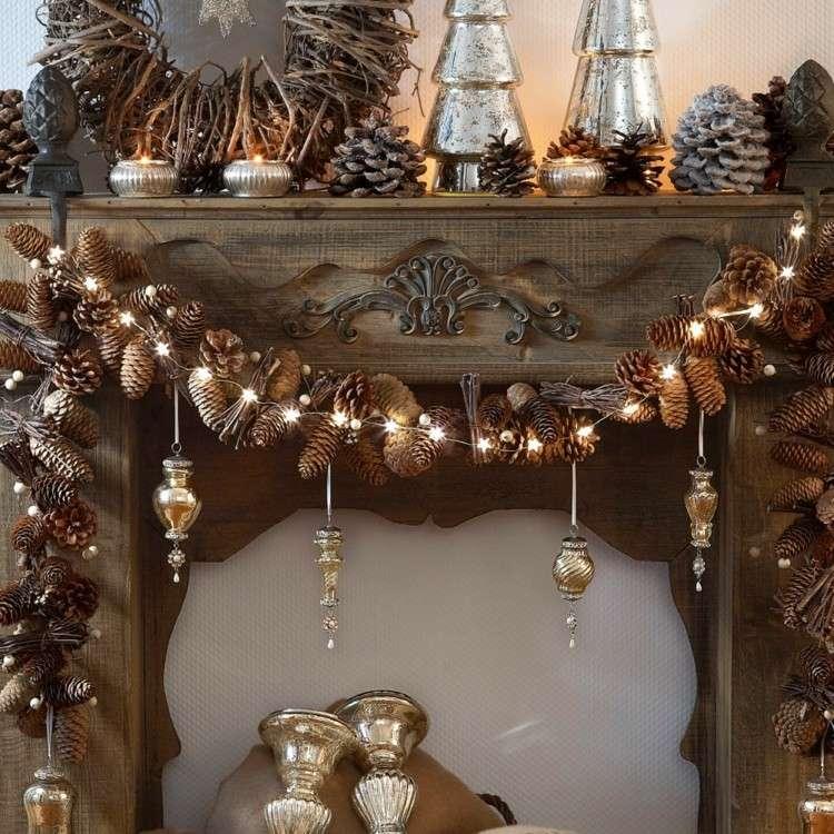 luces de navidad para decora la chimenea chimenea preciosa madera pinas luces ideas