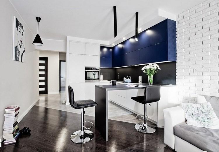 diseño cocina blanco azul oscuro