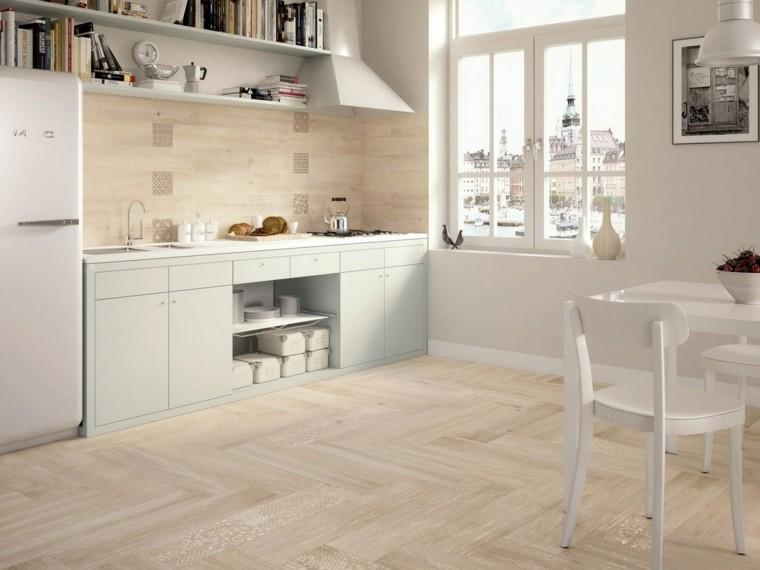 cocina blanca suelo madera beige