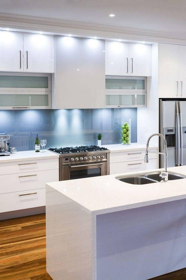 cocina blanca celeste moderna brillo