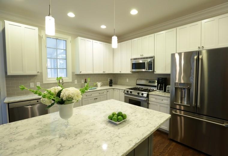 cocina clasica armarios blancos isla marmol ideas