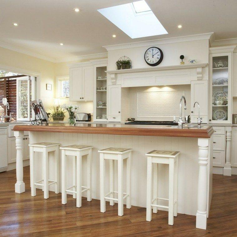 cocina clasica taburetes altos madera blanca isla - Cocinas Clasicas Blancas