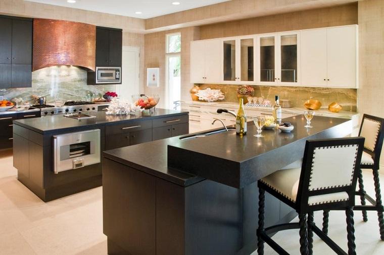 Magia negra en la cocina 50 ideas de muebles en negro for Cocinas modernas grandes