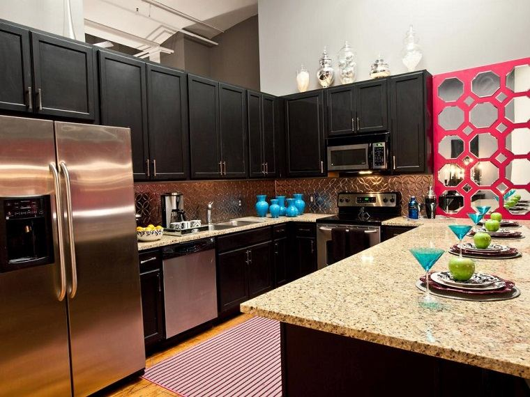 cocina moderna negra encimeras granito armarios madera ideas