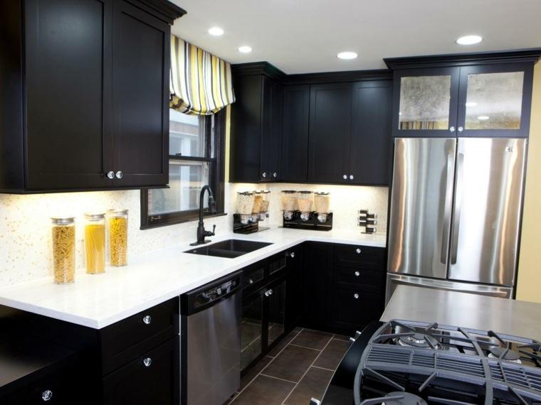 cocina-moderna-negra-pequena-encimeras-blancas