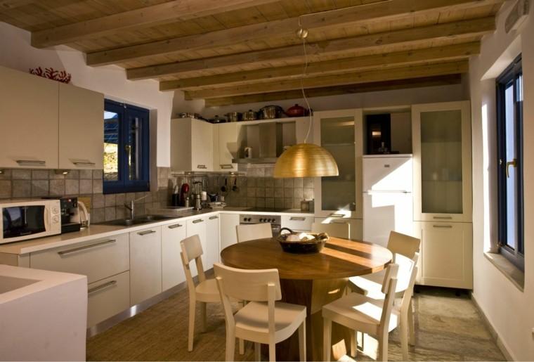 cocina moderna techo vigas madera