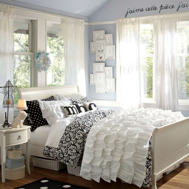 colcha cama volantes blancos cuarto
