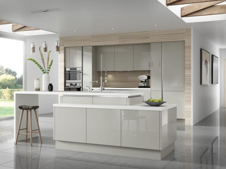 Decoracion de cocinas a todo color 78 ejemplos for Color de pared para muebles blancos