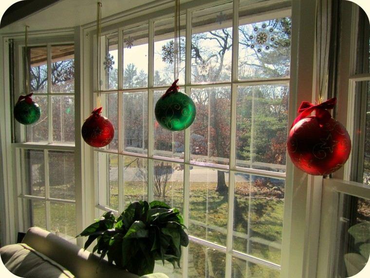 colorido ventana esferas verdes rojo