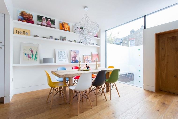 comedor moderno estantes blancos decoraciones sillas colores ideas