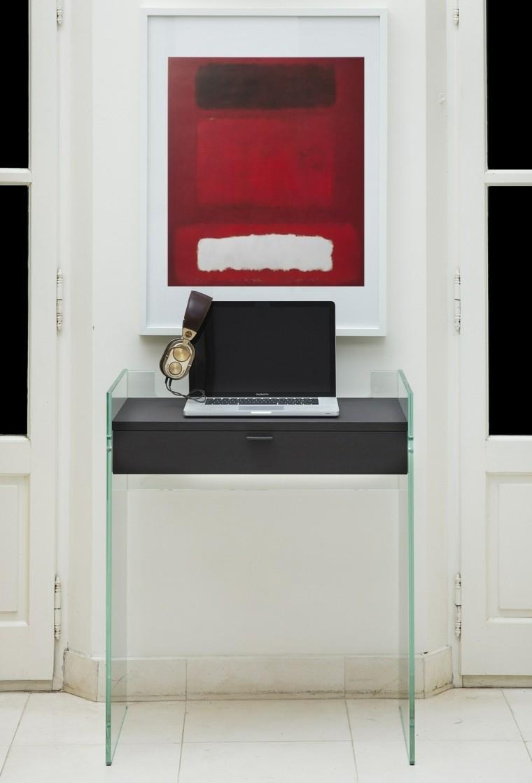 computadora elegante diseño audifonos gavetero