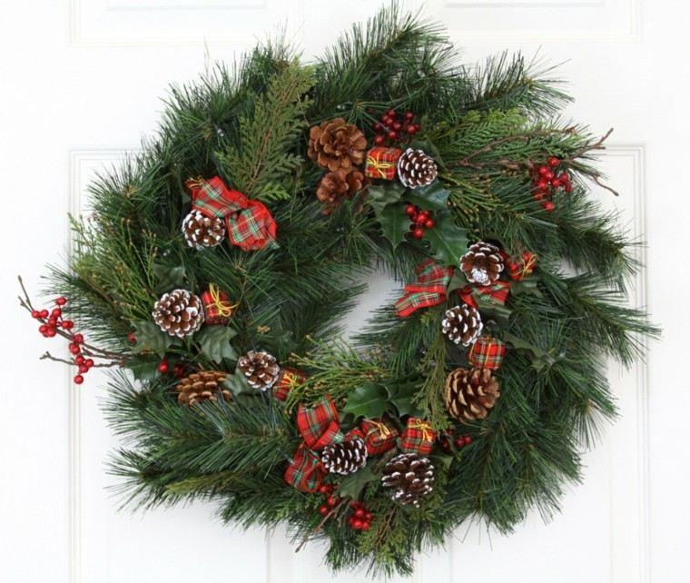 corona decorada piñas pino