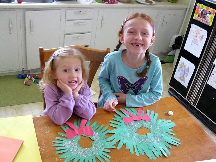 coronas niñas cocina colores lazos