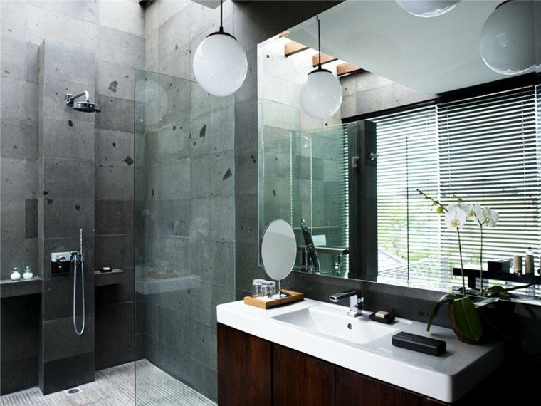 cuarto baño revestimiento color gris