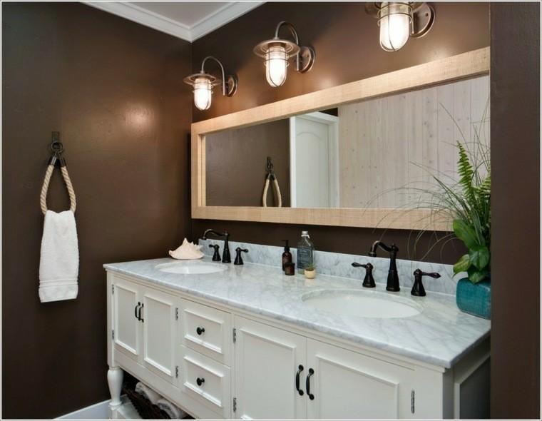 cuarto baño pared color marron