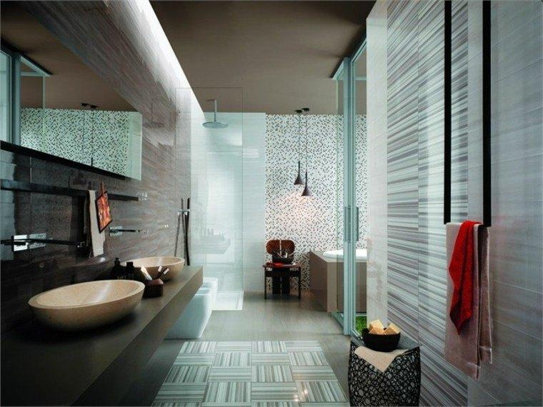 cuarto baño moderno toalla roja