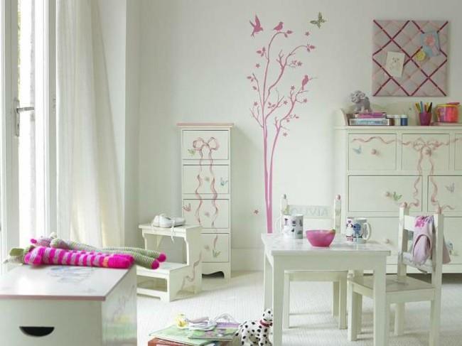 cuarto blanco detalles color rosa
