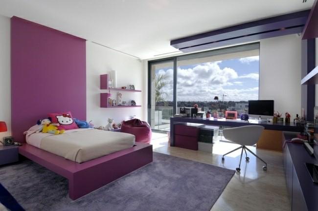 cuarto color violeta rosa oscuro