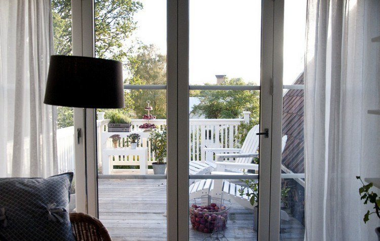 minimalist style balcony decoration
