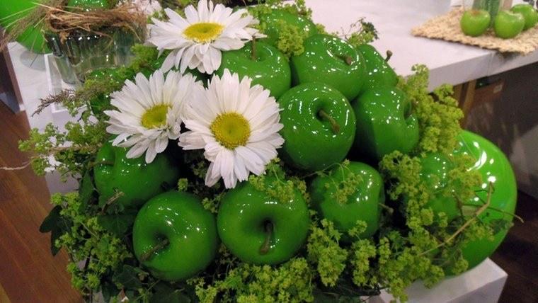 decoracion mesa manzanas verdes margaritas