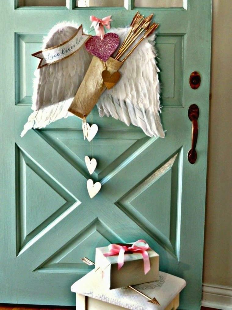 decoracion puerta alas cupido