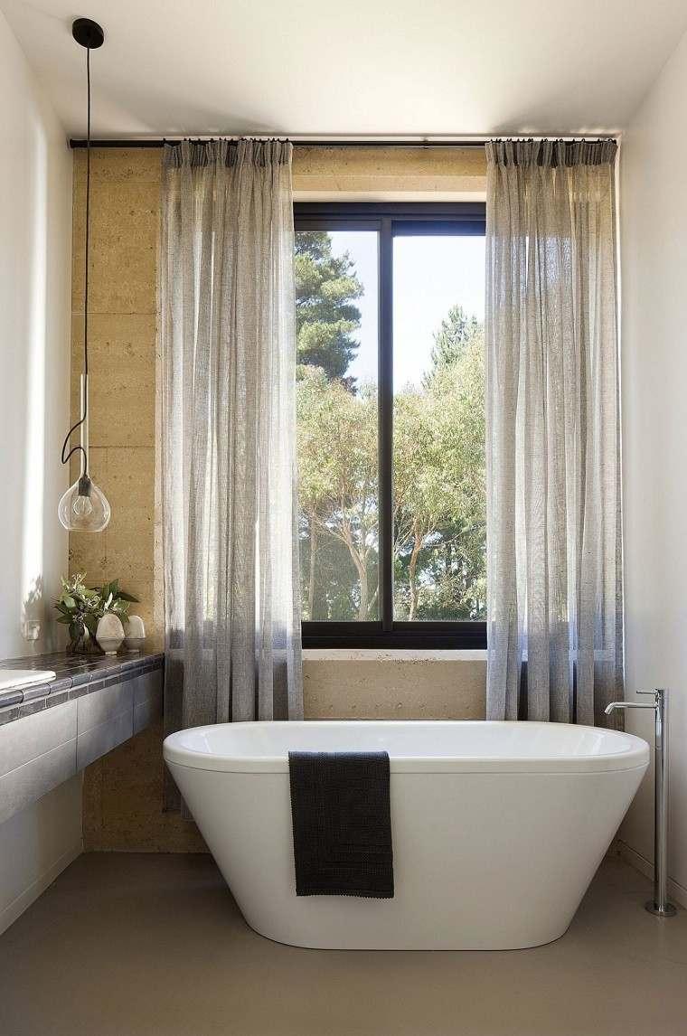 decoracion banos modernos cortinas lampara negra colgando techo ideas