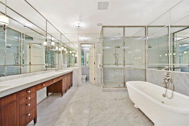 decoracion banos modernos lavabo madera grande espejo ideas