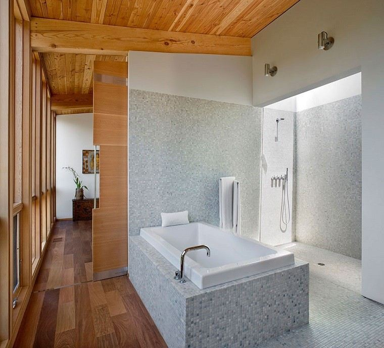 decoracion banos modernos mosaico blanco ducho banera ideas