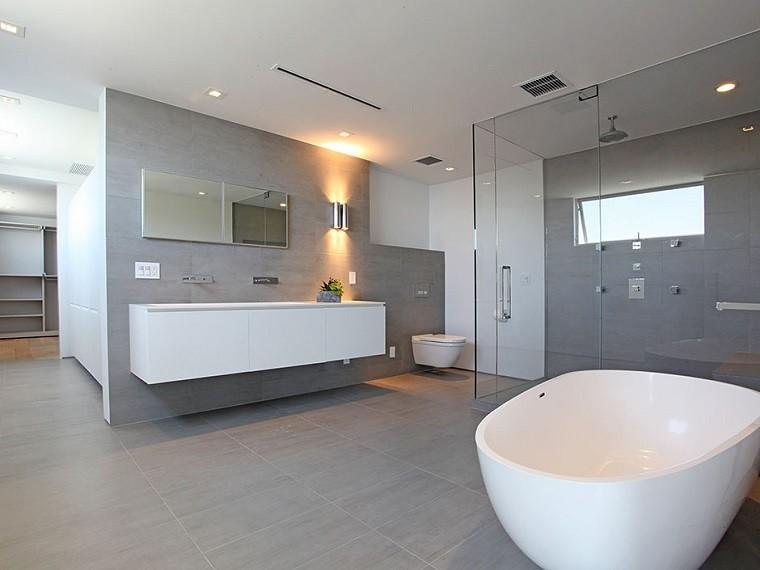 decoracion de baños losas grandes color gris amplio ideas