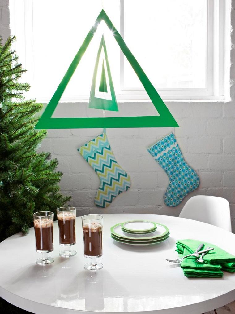 decorar navidad calcetines pared ladrillo blanco ideas