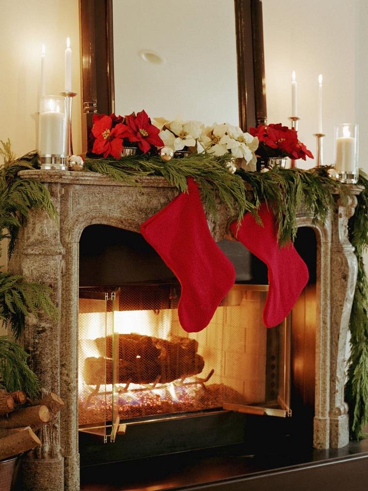 decoracion navidad calcetines rojos chimena espejo grande ideas