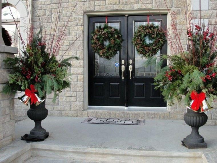 decoracion navidad estilo americano dos macetas guirnalda ideas